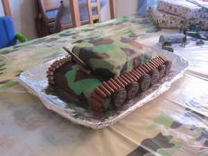 A friend helped me make this tank cake for his army themed birthday party! Turned out great - thanks Hollie!