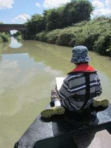 Joel reading his book about warships. He had great fun pretending that the canalboat was a 'Higgins PT-71' ........! :-)